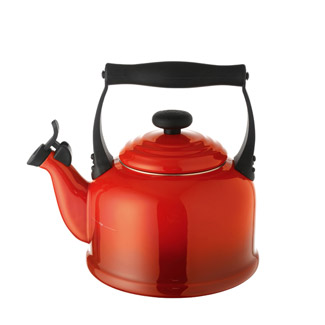 Le Creuset Traditional Whistling Kettle - Cerise